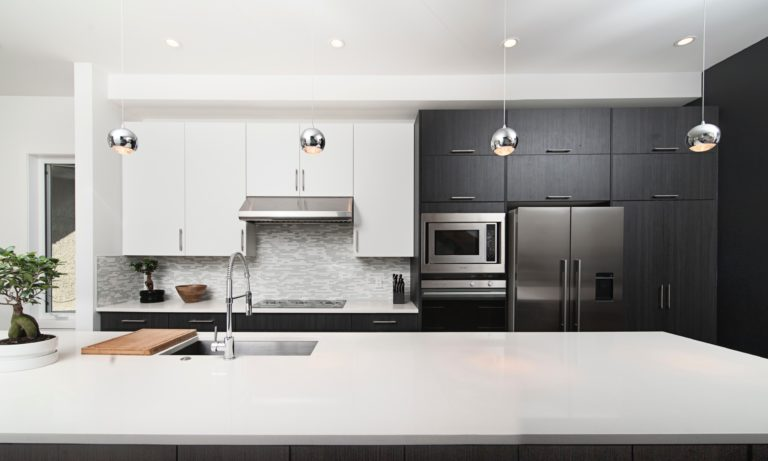 an-edmonton-kitchen-that-has-been-renovated-by-a-contractor