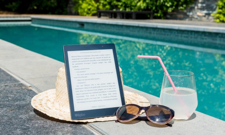 kobo-hat-sunglasses-and-drink-sitting-beside-an-edmonton-home-pool
