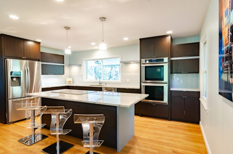 an-edmonton-kitchen-rennovation-that-includes-an-island
